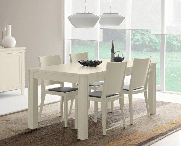 Tavolo bianco da abbinare a tutto cose di casa for Sedie per tinello