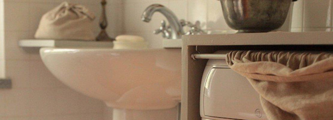 """Nascondere la lavatrice e trasformare il bagno """"fai da te ..."""