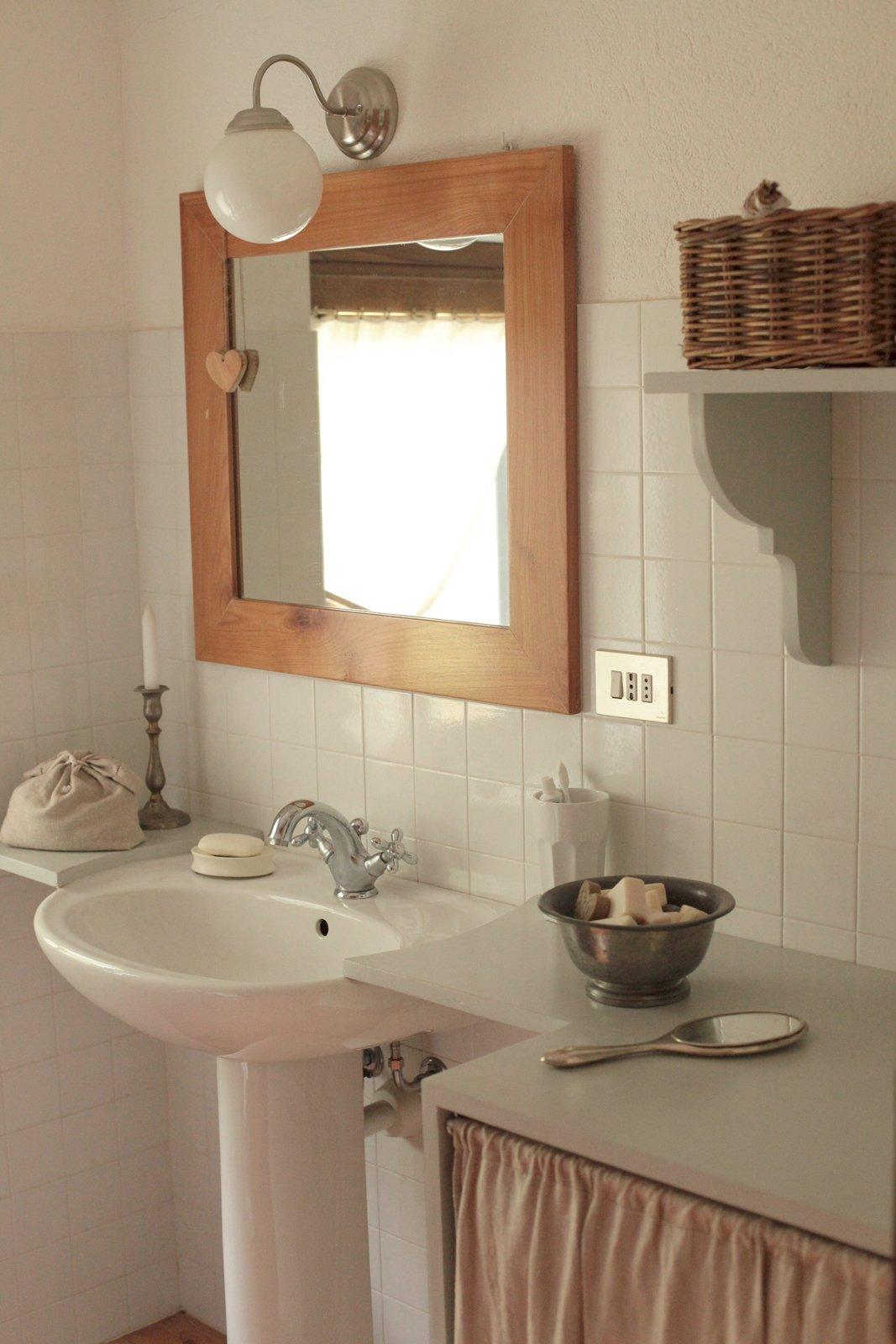 Nascondere la lavatrice e trasformare il bagno cose di casa - Mobiletto bagno da appendere ...