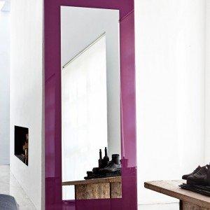 La specchiera da parete Boston di Sovet ha la cornice laccata in diversi colori; nella misura L 85 x H 200 cm, esclusa Iva, prezzo 600 euro. www.sovet.com