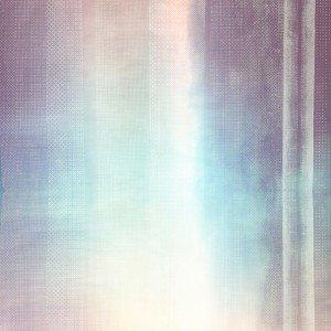 I rivestimenti murali Rete, Riflessi e Batik design CreativeLab Linea Jwall tailor made di Jannelli&Volpi sono realizzati su differenti supporti: base ad effetto metallico accoppiato a una trama traforata in tnt (tessuto non tessuto), supporto tnt (tessuto non tessuto) opaco fonsato bianco, tela in sacco vinilica su base tnt. Misurano L 70 cm, prezzo a partire da 60 euro al metro lineare.