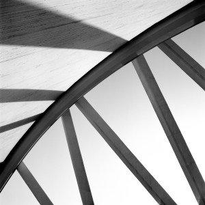 Il rivestimento murale Rays of light (design di Matteo Cirenei) Collezione Jwall 1005 Wonder – Linea Jwall tailor made di Jannelli&Volpi è realizzato su supporto tnt. Formati disponibili: 0,70 o 1 metro, prezzo a partire da 70 euro al metro lineare.