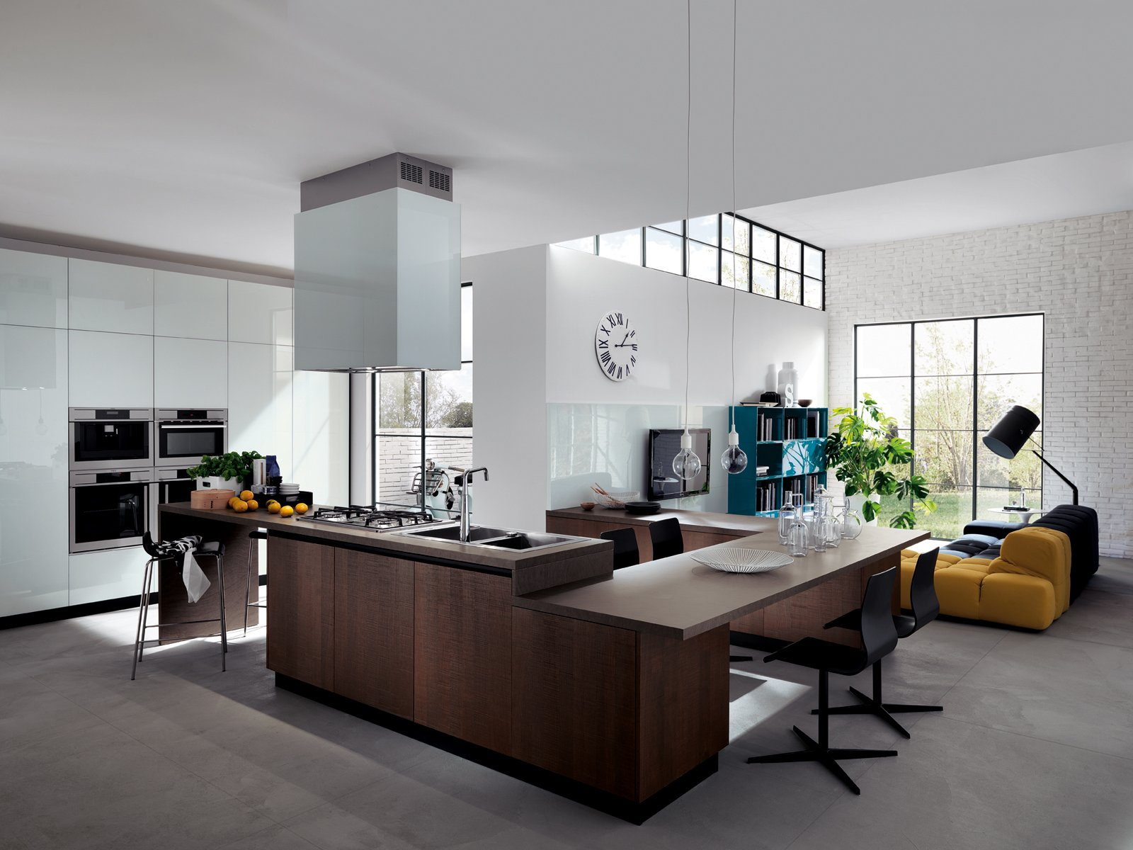 ampia ed elegante composizione a sviluppo continuo per la cucina liberamente di scavolini dove piano