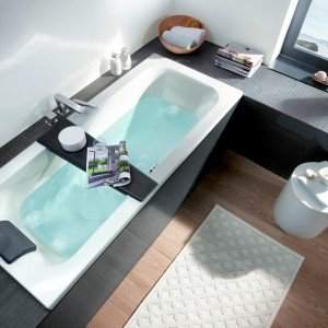 La vasca a incasso Loop & Friends di Villeroy&Boch è in acrilico. Nella misura L 160 x P 70 cm, prezzo 620 euro. www.villeroy-boch.com