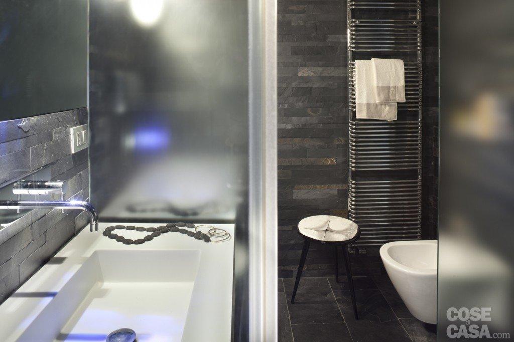 Bagno Con Rivestimento Scuro: Rivestimento bagno bicottura denim ...