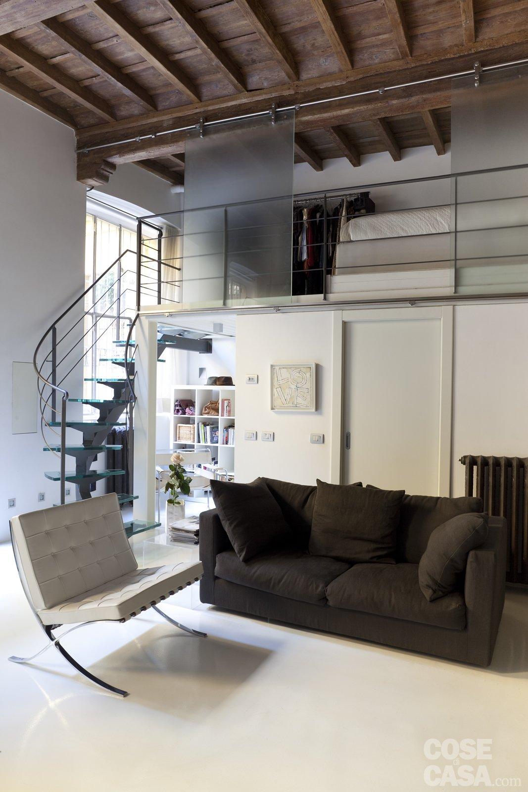 Mini loft la casa recupera spazio con nuovi soppalchi for Casa moderna con tetto in legno