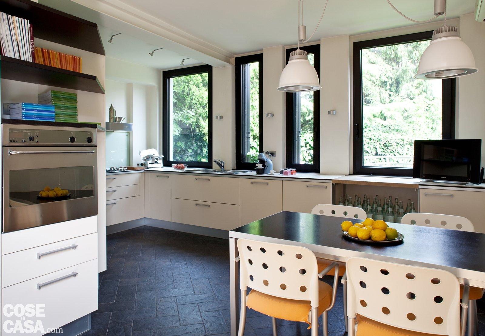 Una casa con soluzioni che moltiplicano la luce cose di casa - Luce per cucina ...