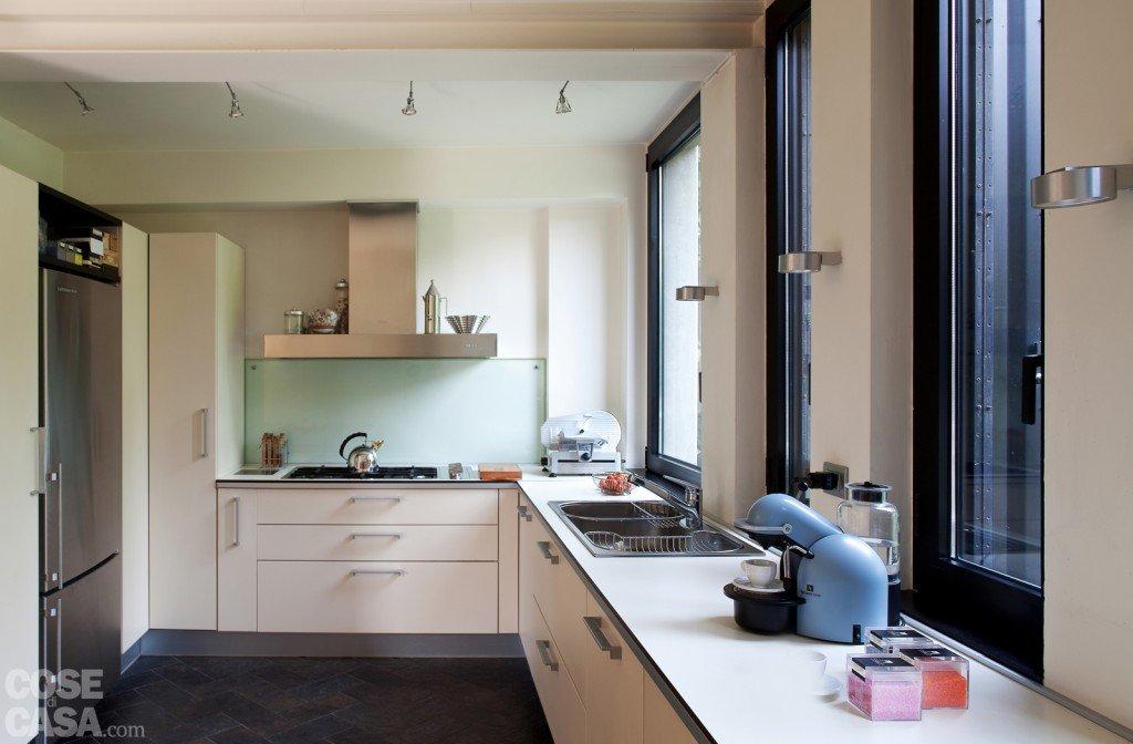 Una casa con soluzioni che moltiplicano la luce cose di casa - Finestra a tre aperture ...