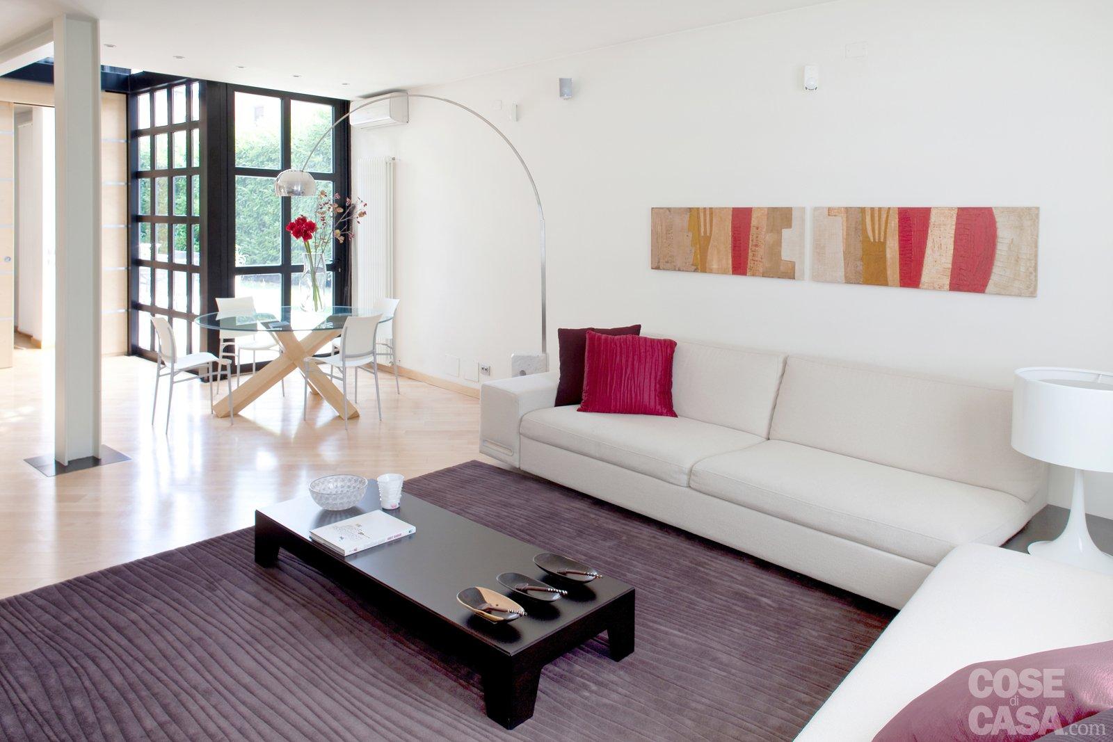 Una Casa Con Soluzioni Che Moltiplicano La Luce Cose Di Casa #99323C 1600 1067 Lampade Da Terra Sala Da Pranzo