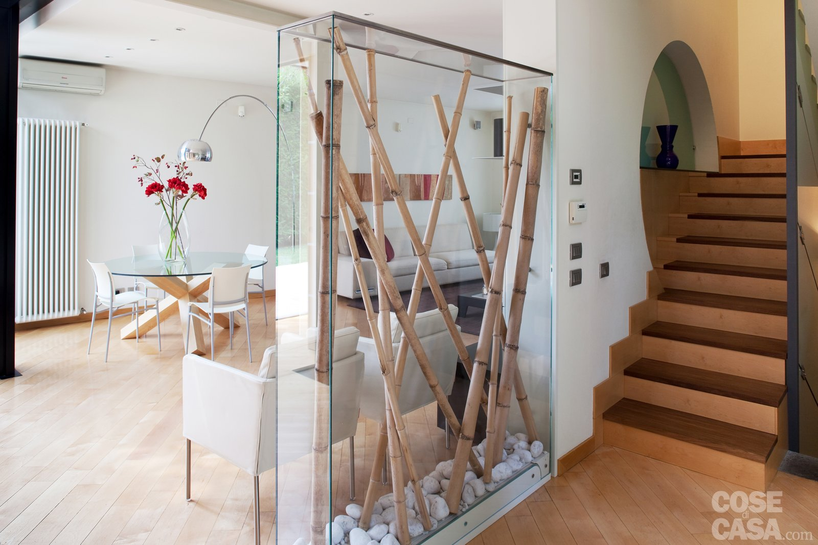 Una casa con soluzioni che moltiplicano la luce cose di casa for Case in vetro