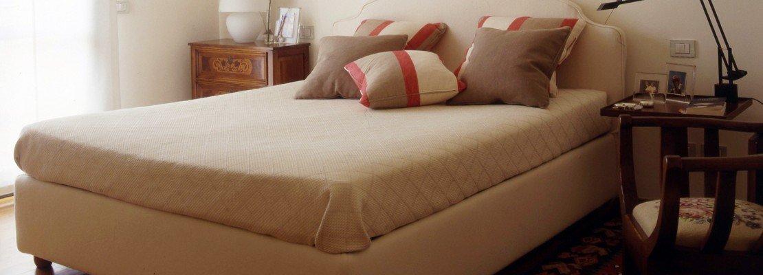 Camera da letto, classica ma contemporanea   cose di casa