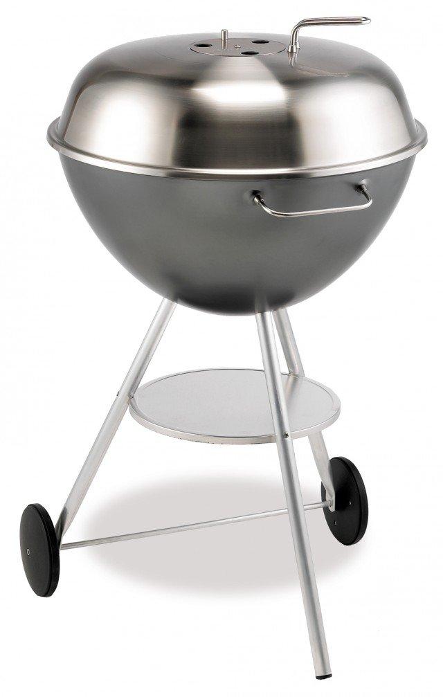 Funziona a carbonella il barbecue Mod. 1400 di Dancook. In alluminio, con braciere interno in acciaio inox largo 58 cm, è completo di coperchio con termometro. Prezzo 290 euro. www.isignoridelbarbecue.com