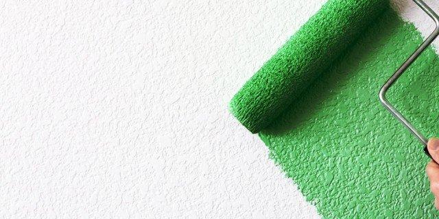 Parete verde in soggiorno, blu in camera