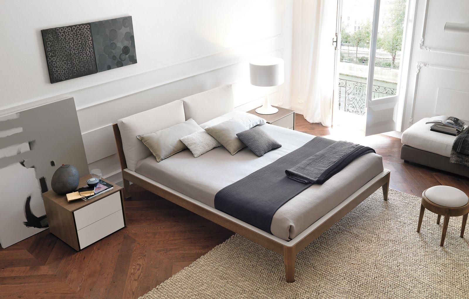 Letto con finitura legno o laccato cose di casa - Testate letto con cuscini ...