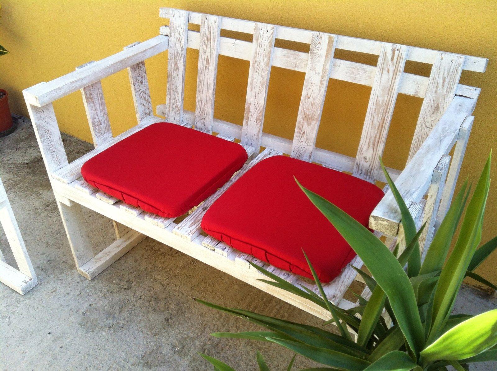 Il divanetto per esterni in stile shabby cose di casa - Mobili fatti con bancali ...