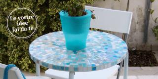 Tavolino a mosaico per l'estate