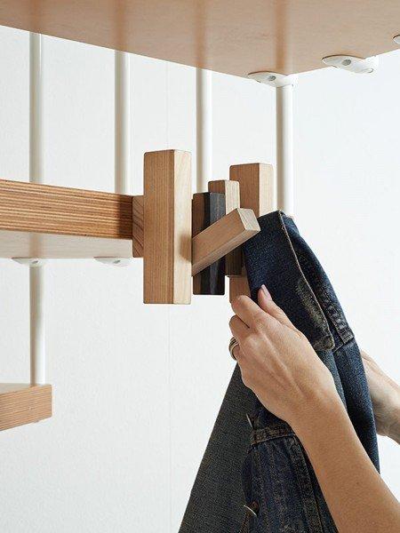 Scala salvaspazio di fontanot attrezzata con mensole - Scale in legno fai da te ...