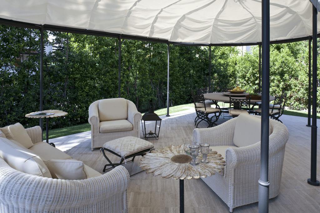 Casa al mare con soggiorno anche all 39 aperto cose di casa for Design di casa all aperto