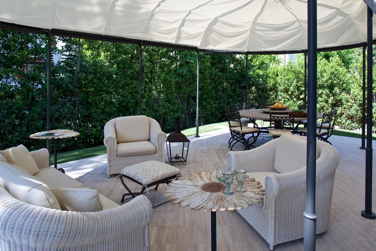 Casa al mare con soggiorno anche all 39 aperto cose di casa for Arredamento esterni design