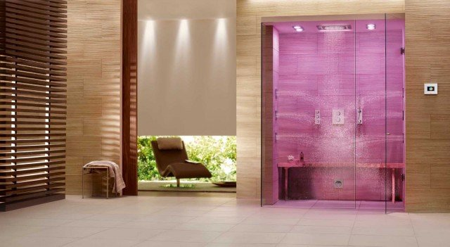 La doccia multisensoriale F-Digital Deluxe di Grohe è dotata di docking station con iPod Touch AG Apple per gestire tutte le funzioni: luci colorare LED regolabili per la cromoterapia, la musica e l'intensità del vapore. Il soffione Rainshower® F-Series multi spray a 3 getti misura L 38,1 x P 45,6 x H 1,7 cm. Prezzo su preventivo. www.grohe.com/it