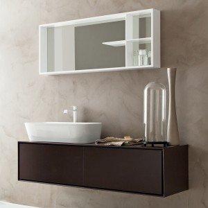 Libera 3D di Novello, con base in laccato moka opaco, ha lavabo d'appoggio in ceramica alto 18 cm; misura L 144 x P 50 cm; Iva esclusa, prezzo 1.995 euro. www.novello.it
