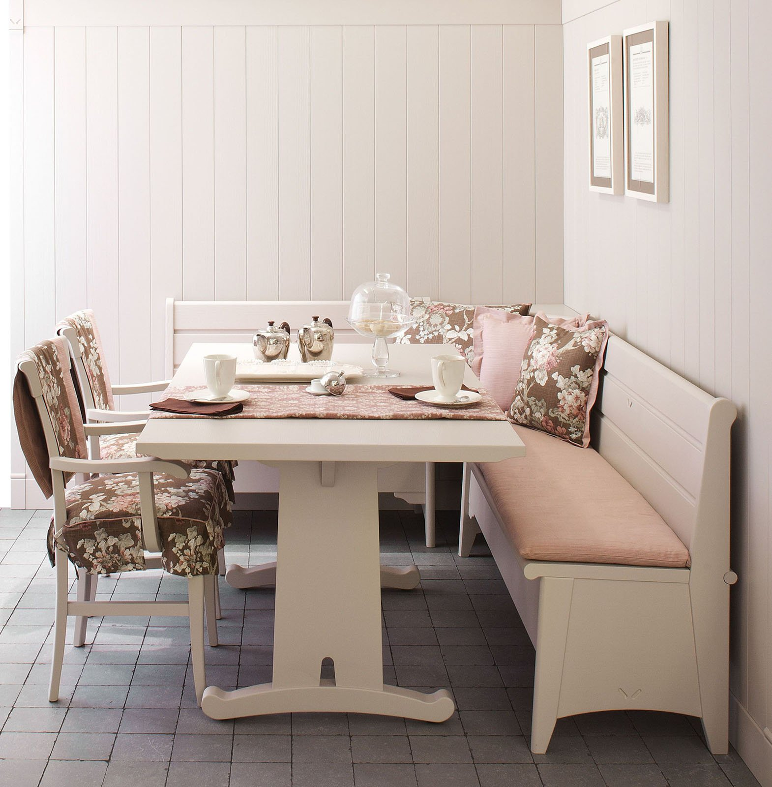 Una Raffinata Sfumatura Grigio Perla Per Il Tavolo Fratino Della  #7F614C 1570 1600 Panca Angolare Da Cucina