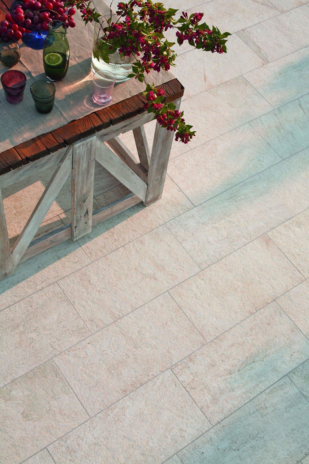 Pavimenti Per Terrazzi Esterni piastrelle per esterni, che materiale scegliere - cose di casa