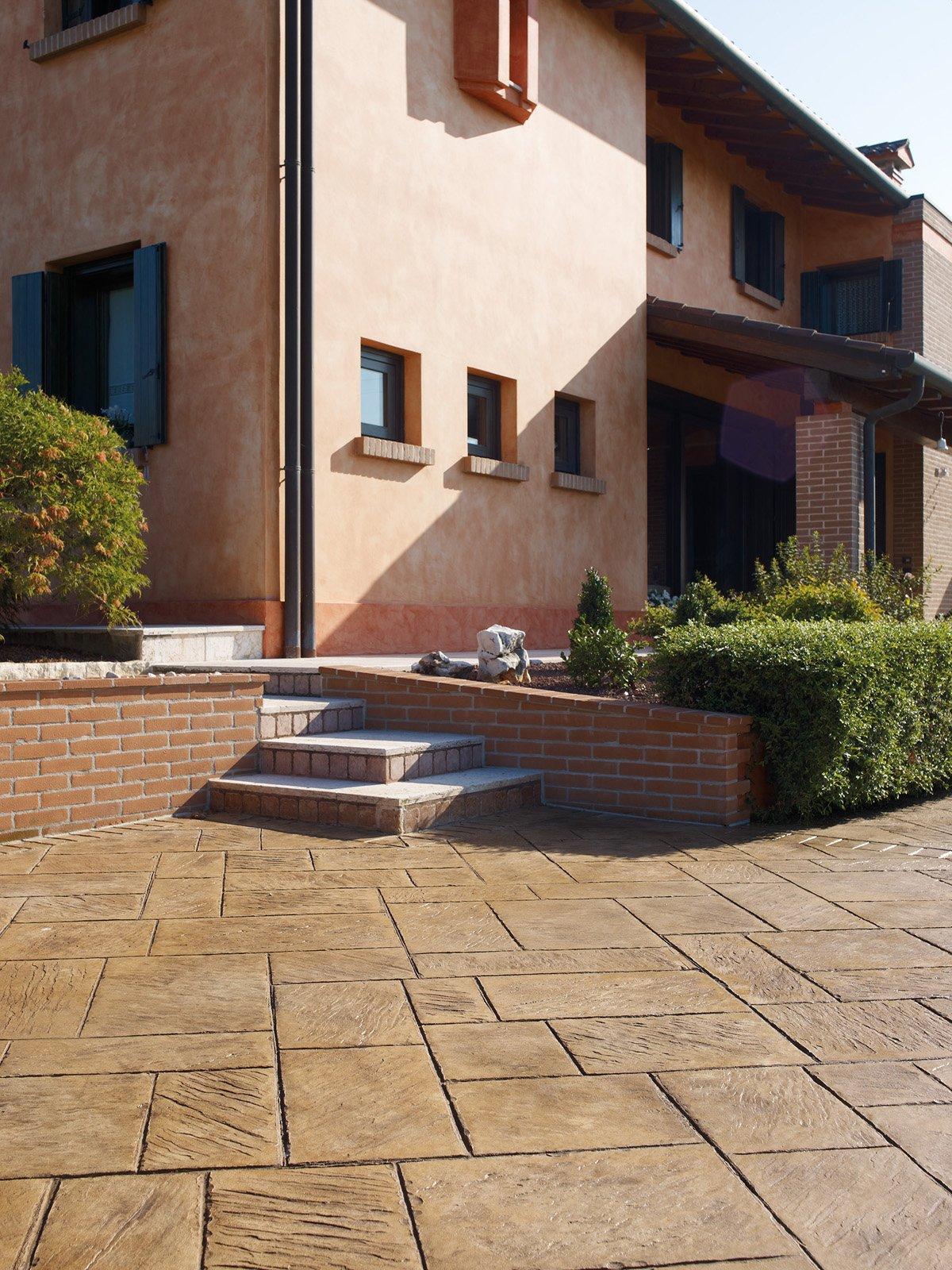 Piastrelle per esterni che materiale scegliere cose di casa - Pavimentazione cortile esterno ...