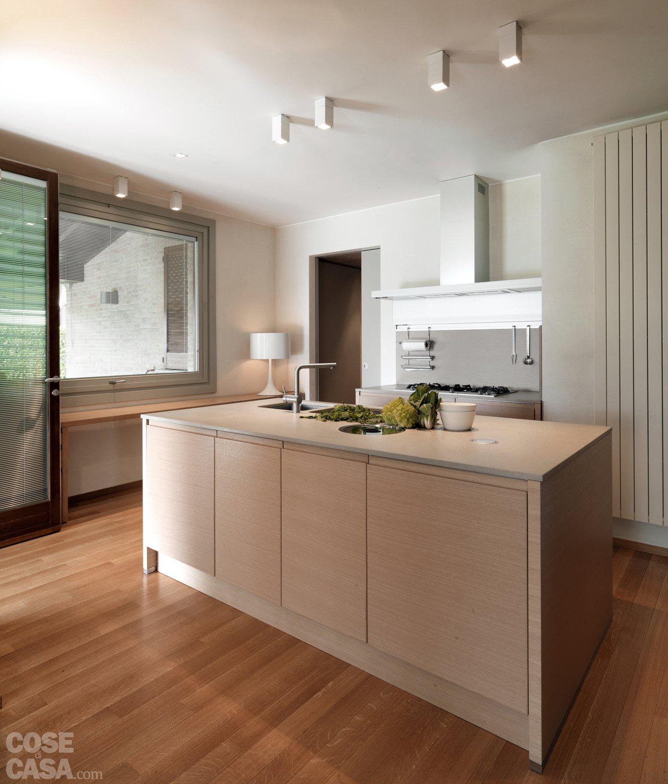 Una casa arredata con pezzi di design e finiture di tendenza - Cose ...