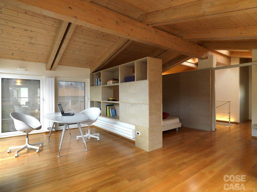 Arredamento Interni Mansarde : Una casa arredata con pezzi di design e ...