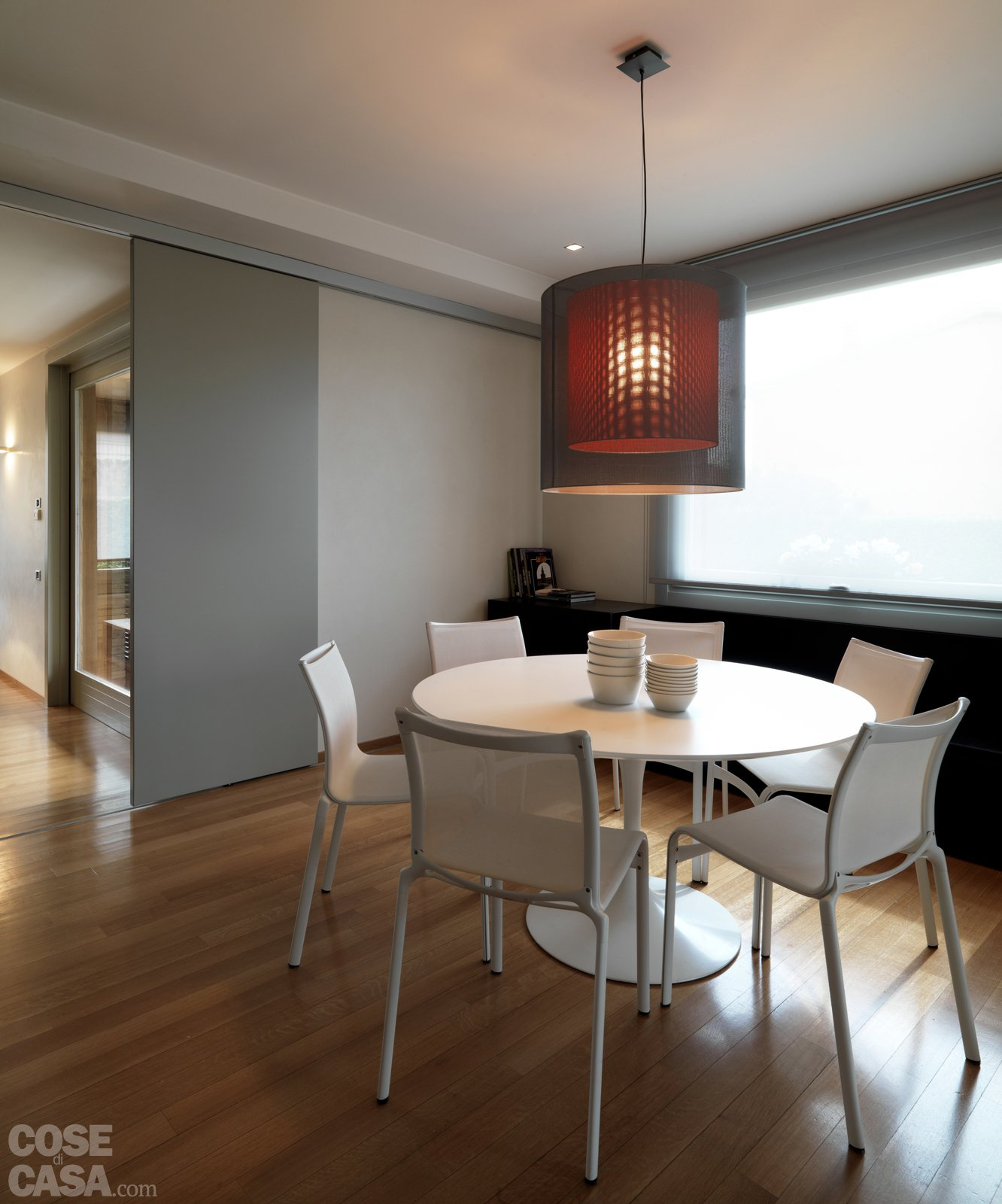 Una Casa Arredata Con Pezzi Di Design E Finiture Di Tendenza Cose Di  #3F2C1F 1332 1600 Illuminare Sala Da Pranzo