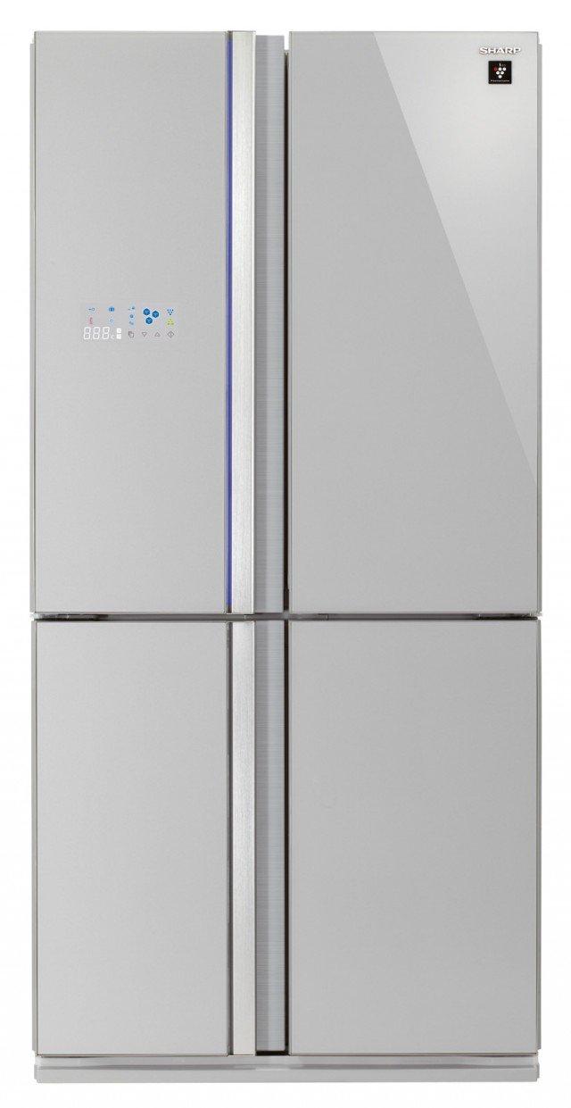 Le molteplici funzioni del frigorifero a 4 porte SJ-FS820VSL di Sharp sono facilmente visualizzabili e controllabili grazie all'avanzato display LCD esterno. Ha volume lordo di 678 litri e sistema di purificazione dell'aria Plasmacluster che riduce in modo efficace sia la formazione di cattivi odori che lo sviluppo di batteri. Il freezer è dotato di scomparto per l'erogazione automatica di cubetti di ghiaccio. In classe A+++, misura L 89 x P 76 x h 183 cm. Prezzo: 2.799 euro. www.sharp.it