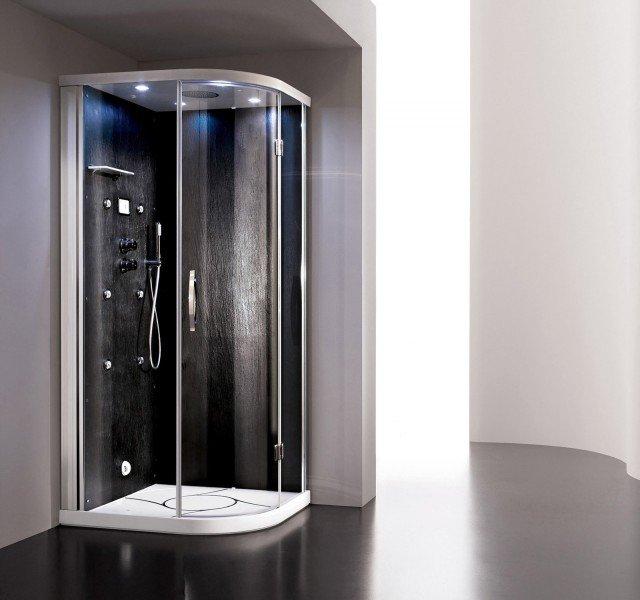 Il modello multifunzione Kromos di Arblu, arricchito con doccia scozzese, prevede sei idrogetti orientabili per tre tipi di effetti: soft, medium e hard. Si parte da un idromassaggio a temperatura costante per poi passare all'alternanza di acqua calda e fredda che produce un'azione tonificante. Con pannello interno a finitura ardesia nera, offre aromaterapia, bagno turco, cromoterapia e doccia scozzese. Misura L 80 x P 100 x H 215 cm. Prezzo 9.355 euro. www.arblu.it