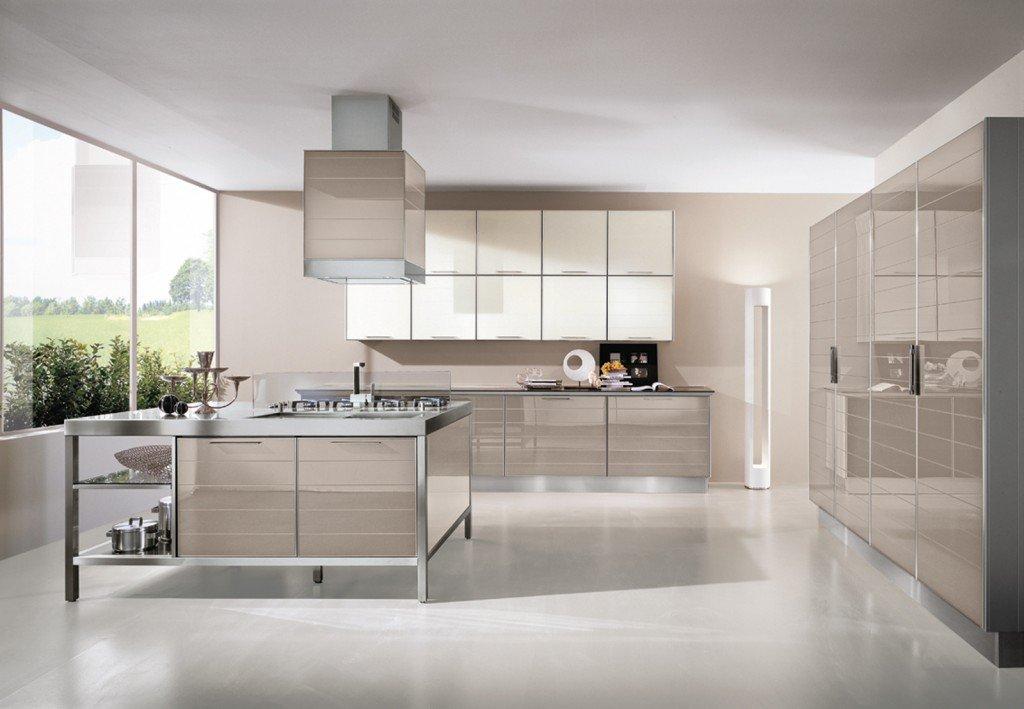 Cucine in vetro con superfici a specchio - Cucine da 10000 euro ...