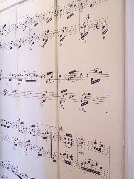 Armadio con spartito musicale cose di casa for Carta da parati adesiva per armadi