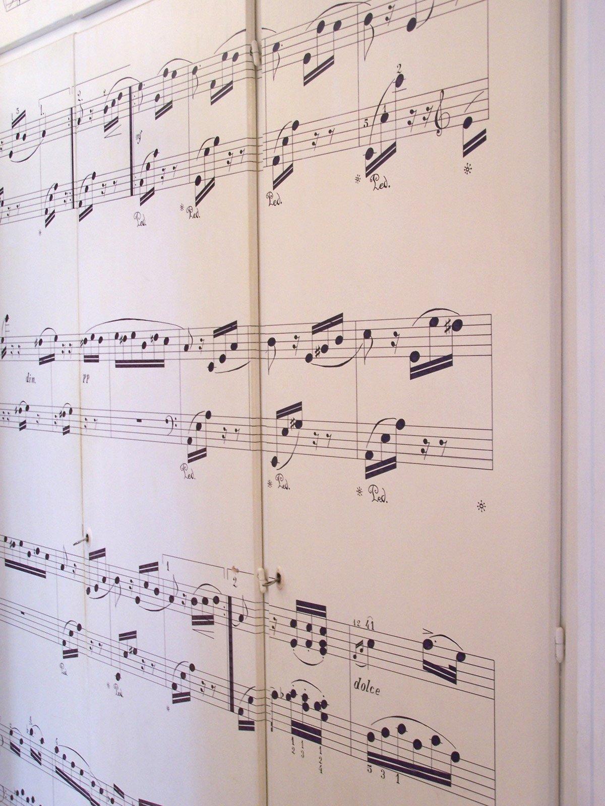 Armadio con spartito musicale cose di casa for Carta da parati per rivestire armadio