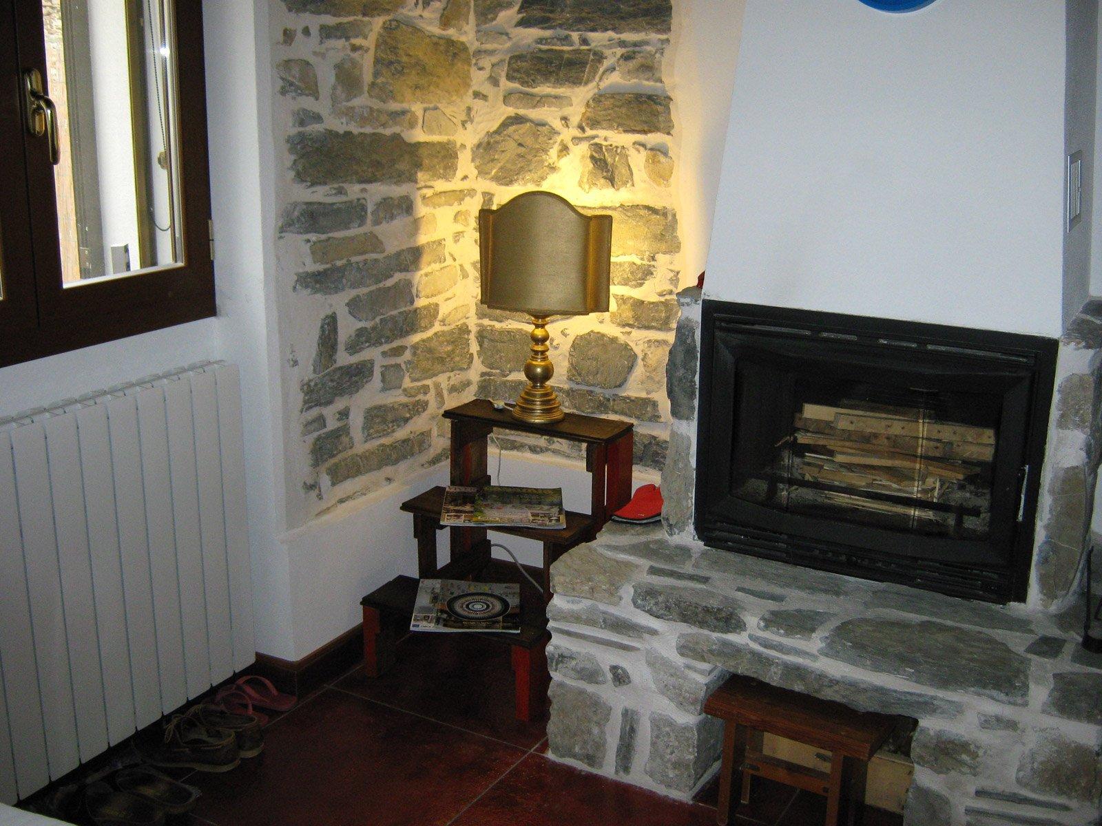 Legno e ceramica di recupero idee d 39 arredo fai da te for Costruire uno scuro in legno