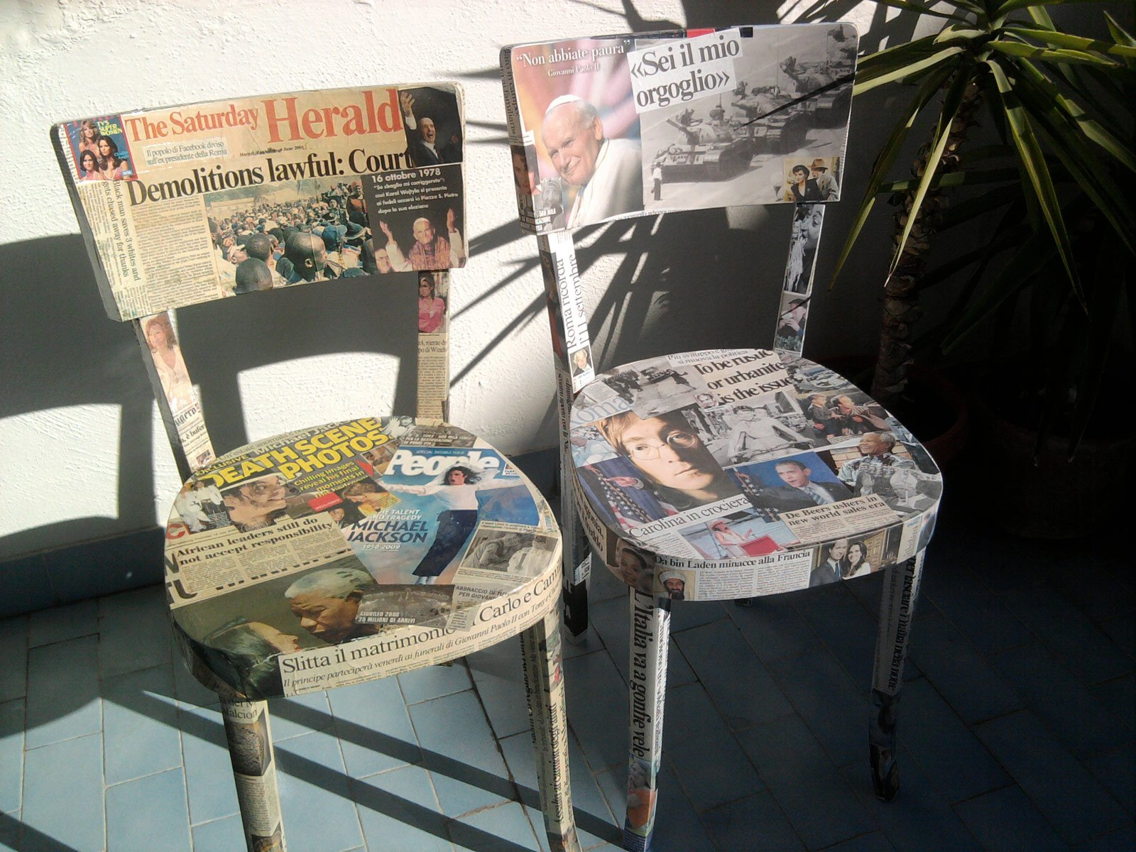 Sedie rivestite di giornali cose di casa for Decorare sedia legno