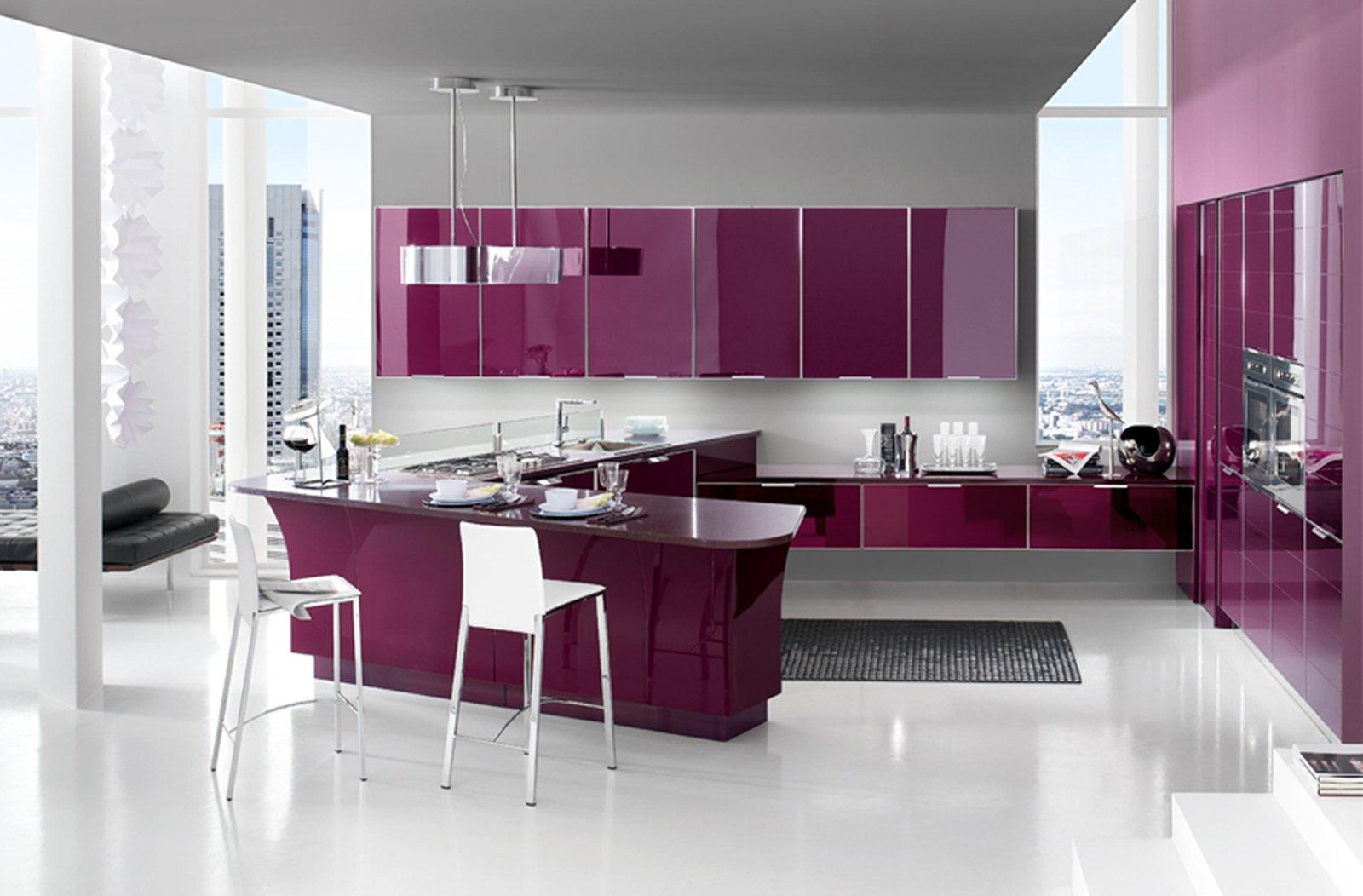 Cucine in vetro con superfici a specchio for Mobilya arredamenti