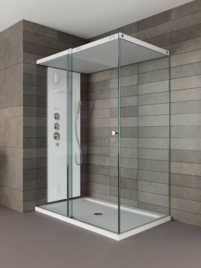 Il box doccia Light di Teuco con tetto e piatto in Duralight® ha colonna per vapore, getti effetto raining e a cascata. Misura 120 x 80 cm. Prezzo 9.252 euro. www.teuco.it