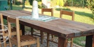 Un maxi tavolo in legno di recupero