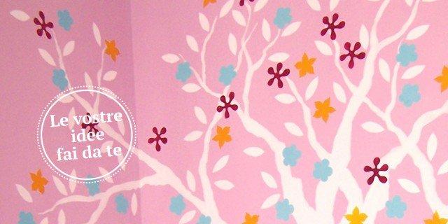 Cameretta: albero decorato a parete