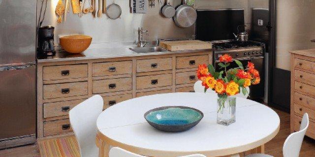 Cucina vintage con elementi di recupero cose di casa - Cucina senza elettrodomestici ...
