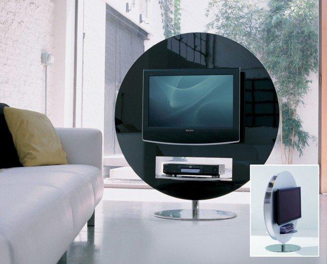 Visual di Bonaldo è il Porta TV girevole per apparecchi al plasma o lcd. Il basamento è cromato, con struttura laccata nei colori bianco, grigio o nero. Dimensione TV al plasma o LCD: minime cm 70X51 massime cm 102x60. Portata massima kg 50. Misura L130 x P70/17 x H 140 cm. Prezzo 2.285 euro. www.bonaldo.it