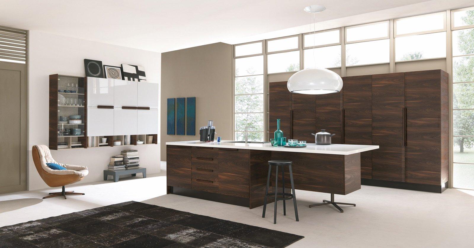 Chantal di Febal è la cucina con maniglia in legno e ante a soffietto ...