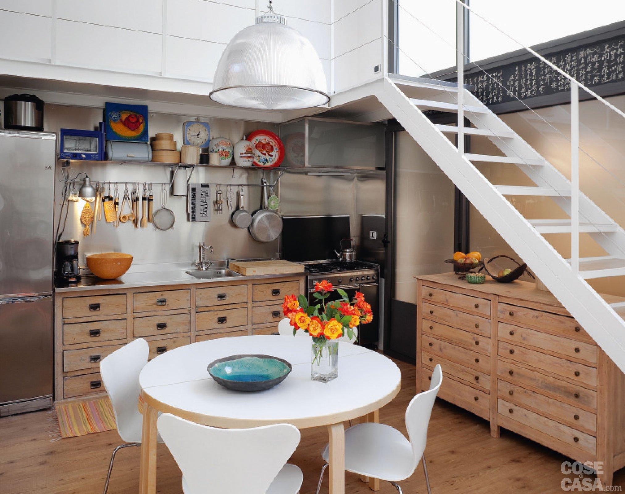 Cucina vintage con elementi di recupero cose di casa - Pensili per cucina ...