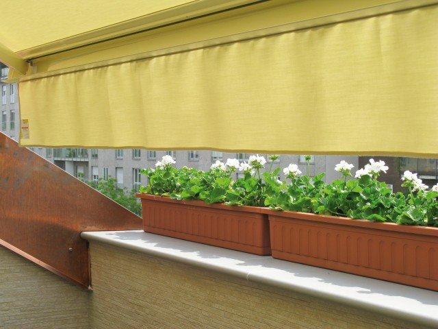 Per l'allestimento del verde, 32 piantine di gerani bianchi più 4 cassette in materiale plastico da 100 cm: 142,00 euro. Per l'arredamento, due sdraio, tavolino e due sedie: 360,00 euro