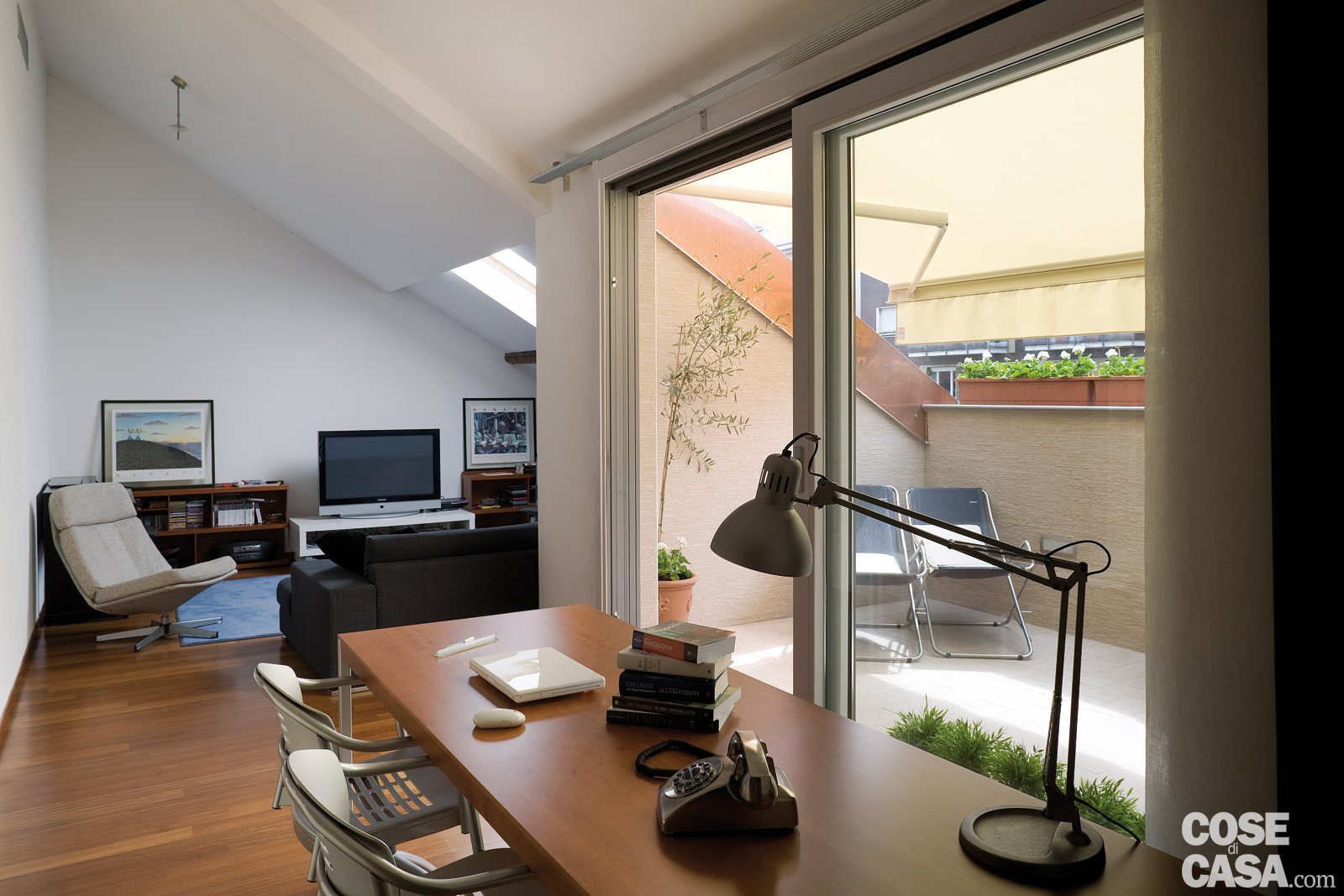 Costruire un balcone nel tetto cose di casa - Chiudere una finestra di casa ...