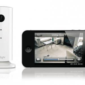 Philips In.Sight permettere di controllare la casa direttamente dallo smartphone o dal tablet, attraverso le reti 3G, 4G LTE, Edge o Wi-Fi. Il sistema di monitoraggio può essere sistemato ovunque nell'abitazione, grazie alla base magnetica girevole e alla staffa per il montaggio a parete. Prezzo 129.99 euro.