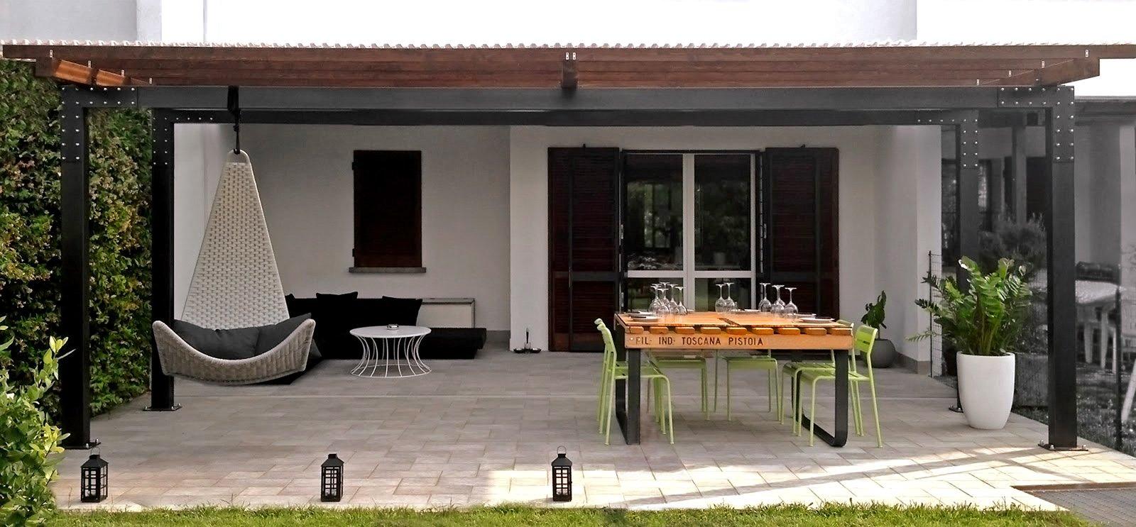 Un tavolo con materiale di recupero cose di casa - Costruire tavolino ...